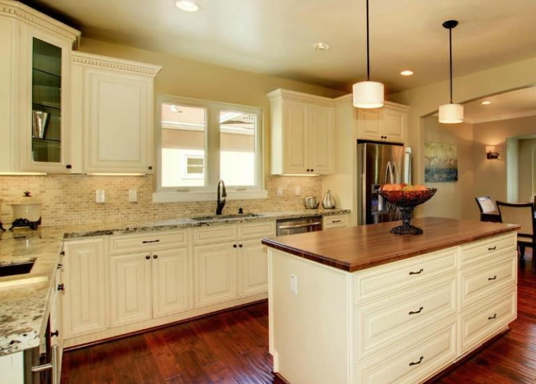 Ready to assemble kitchen cabinets kitchen cabinets for Painting kitchen cabinets off white