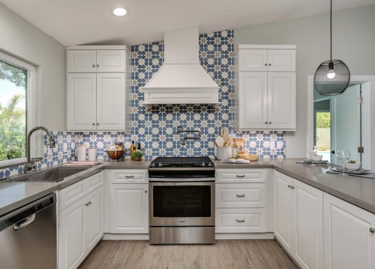Dakota White Pre Embled Kitchen Cabinets