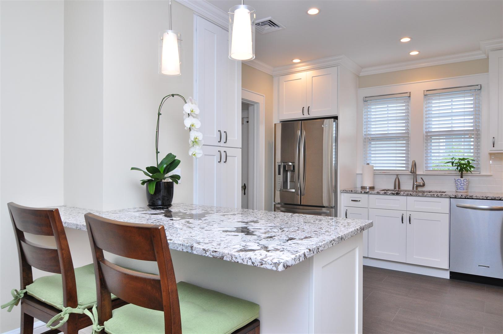 Aspen%252520White%252520Shaker%252520Kitchen%2525203