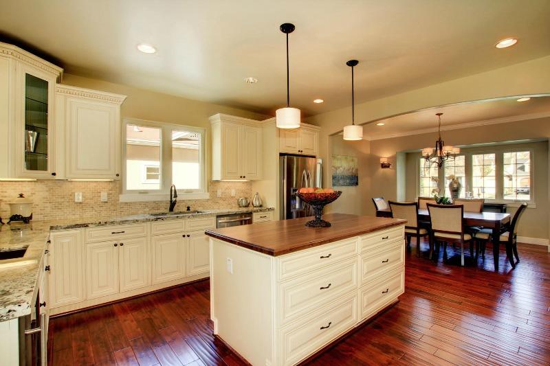 French Vanilla Glaze Ready To Assemble Kitchen Cabinets