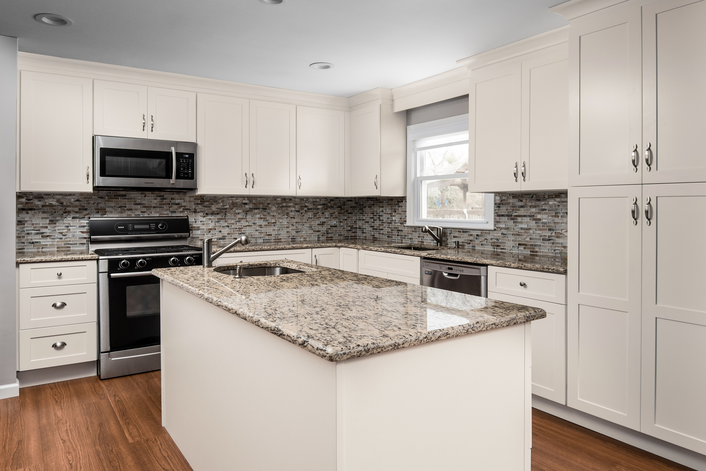 Midtown%252520Cream%252520Shaker%252520Kitchen%252520Cabinets