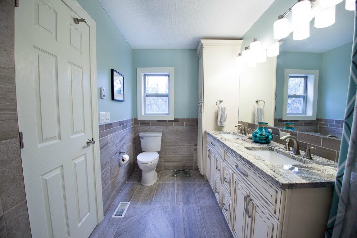 Signature Vanilla Glaze - Pre-Assembled Bathroom Vanities - Bathroom ...